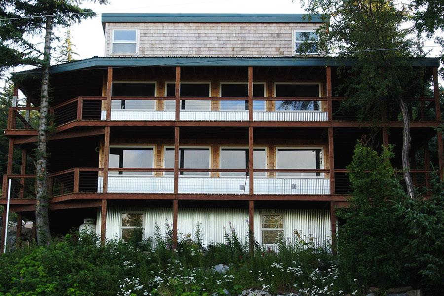 Glacier View Lodge - Front View